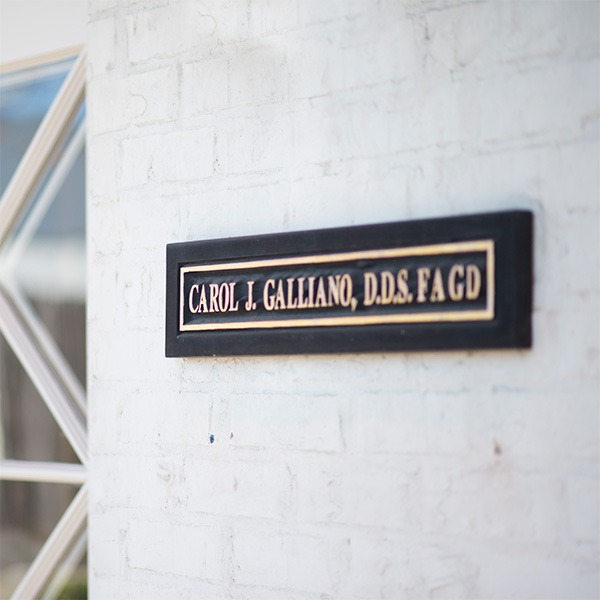 Galliano Dentistry Entrance Sign